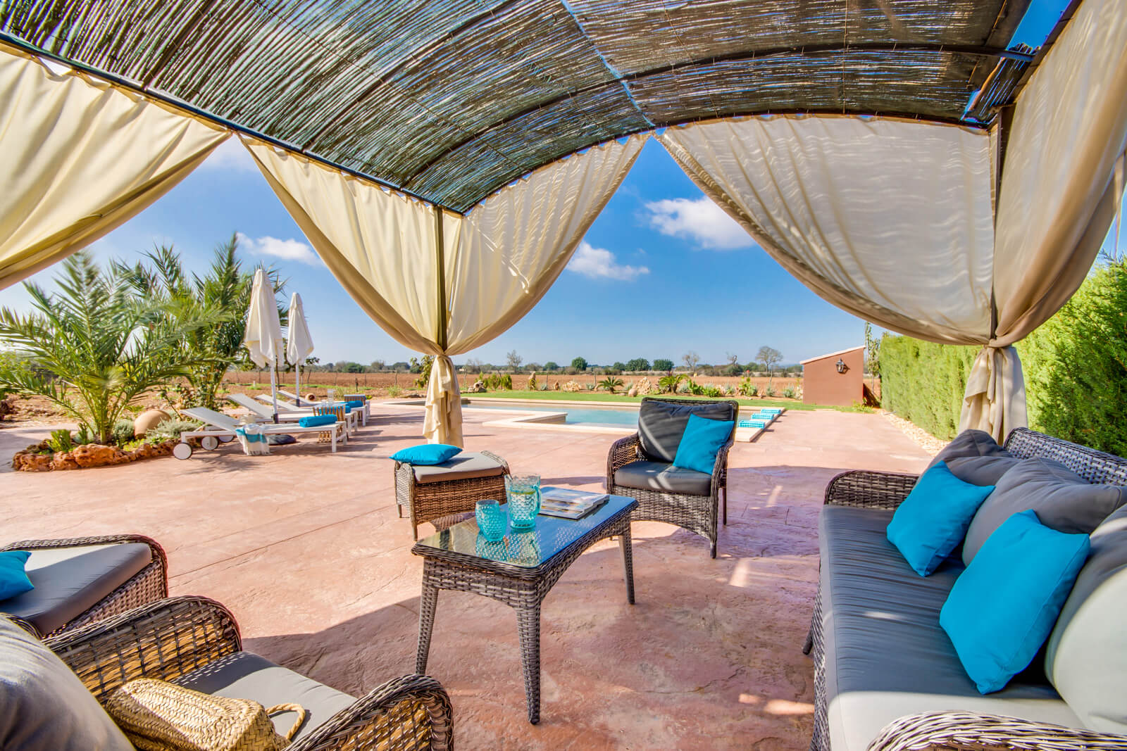 Finca Can Rayo Lounge am Pool
