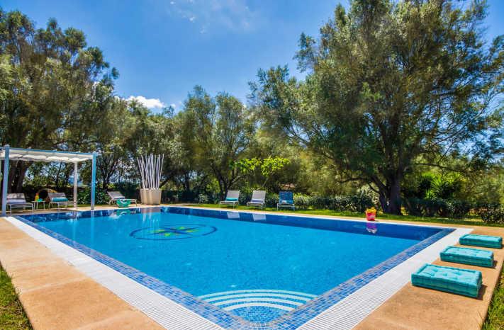 Finca Es Castellot - Pool mit Garten