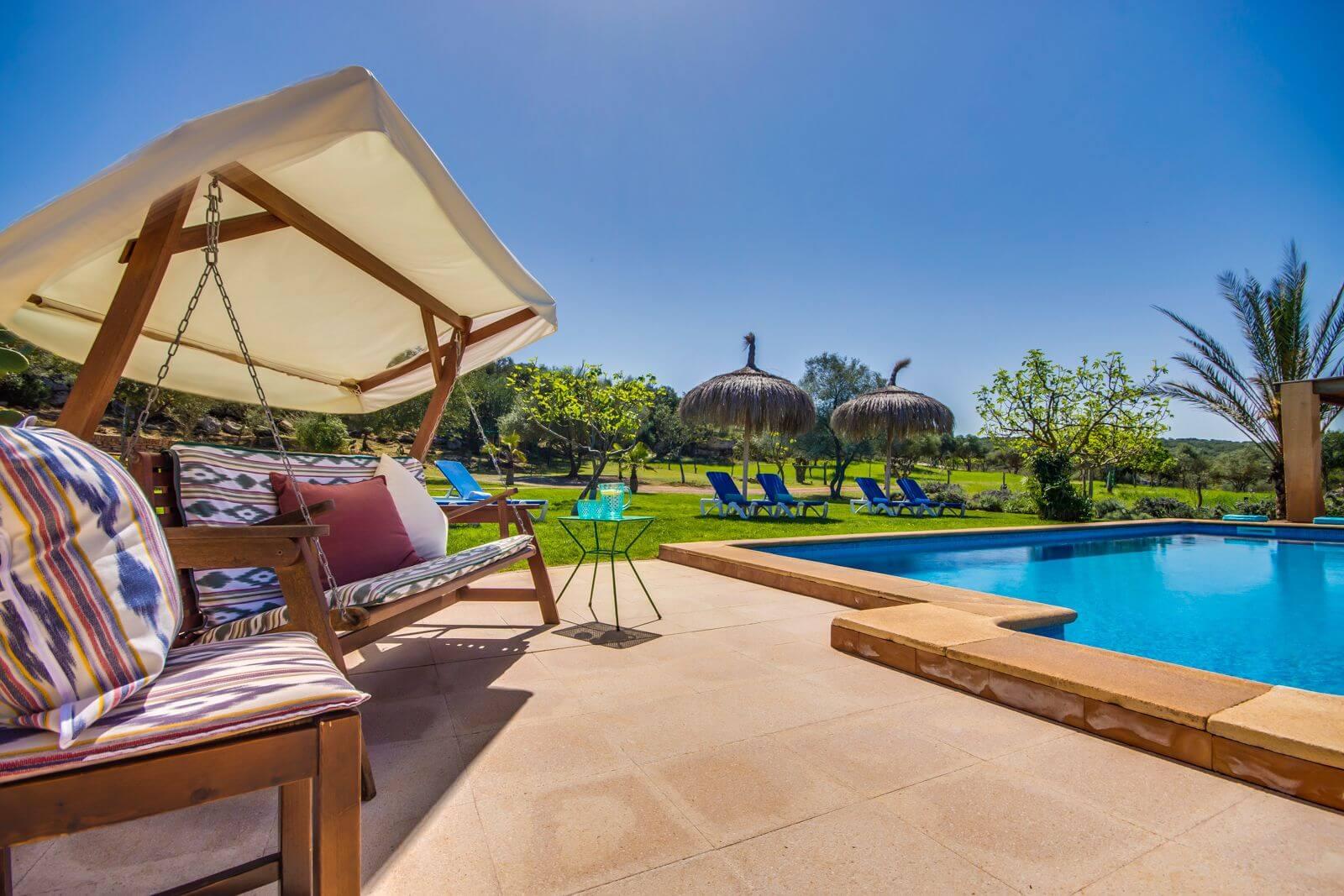 Mallorca Finca Toni - Hollywoodschaukel zum Entspannen