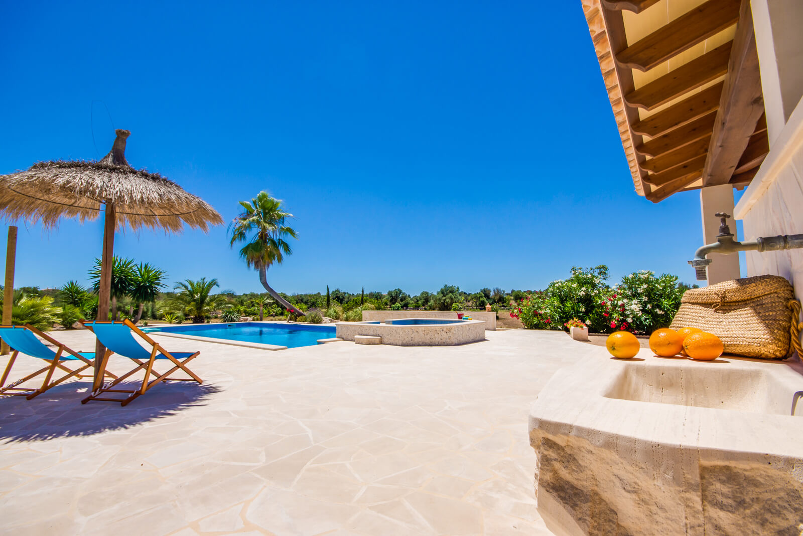 Finca Anima Terrasse mit Blick auf den Pool