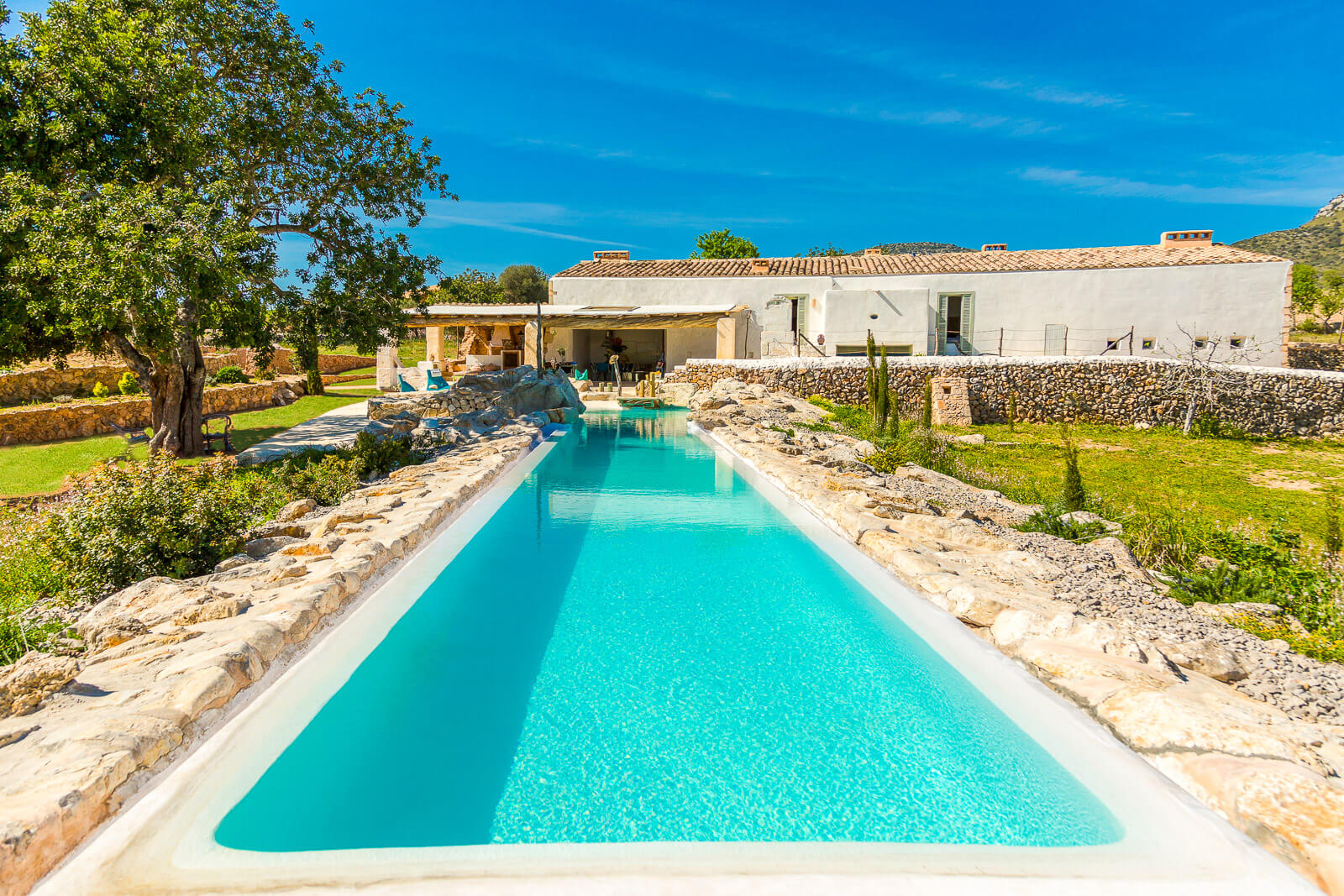 finca bonita moderne mallorca finca mit 27 meter infinity pool. Black Bedroom Furniture Sets. Home Design Ideas