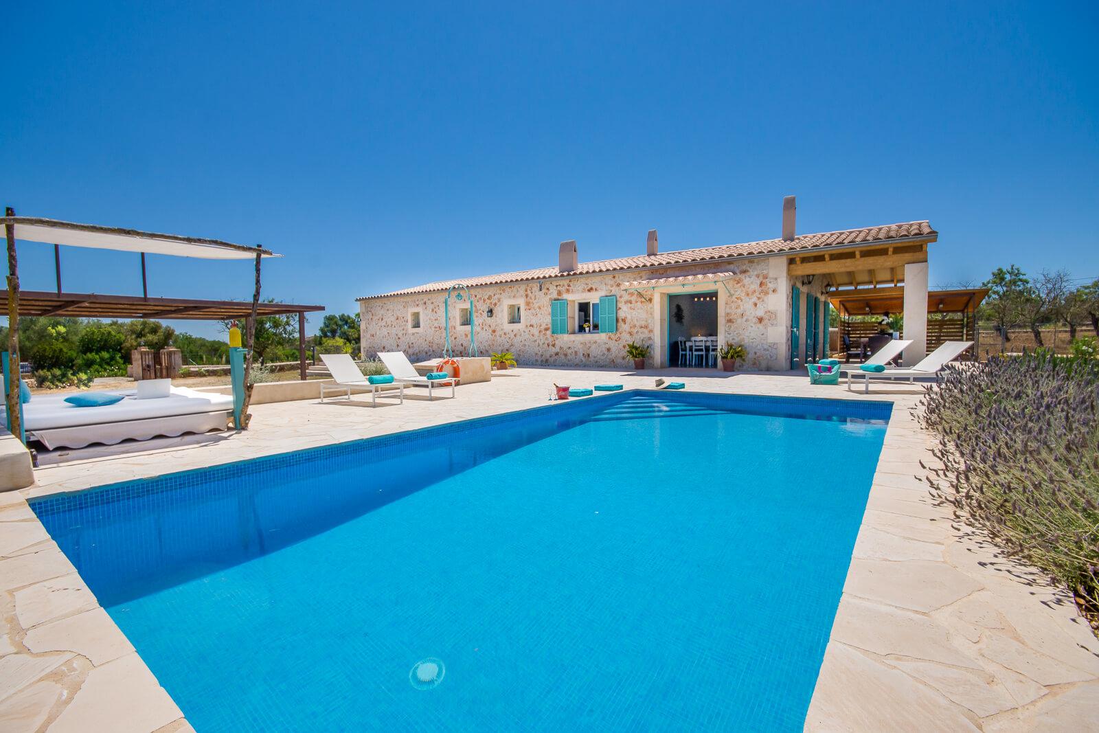 Finca Cas Coix Pool mit Lounge