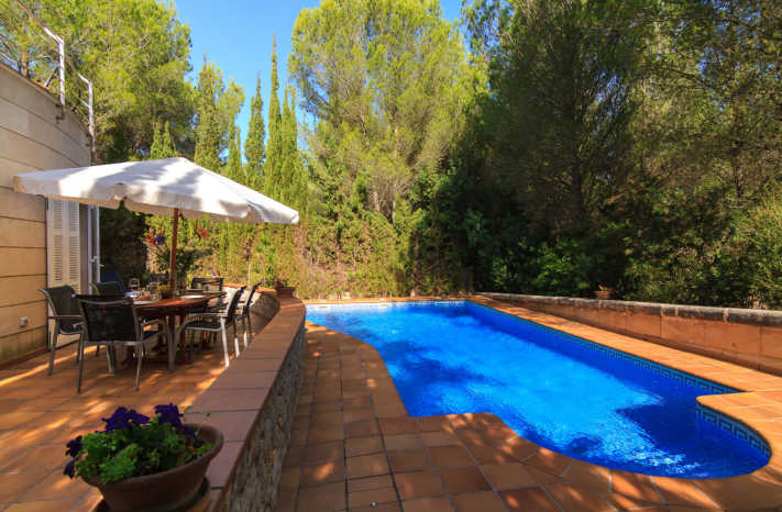 Villa Alcudia Terrasse mit Blick auf den Pool
