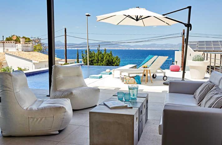 Villa Bahia Palma Terrasse mit Lounge