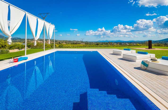Villa Blanca Pool mit Einstiegstreppe