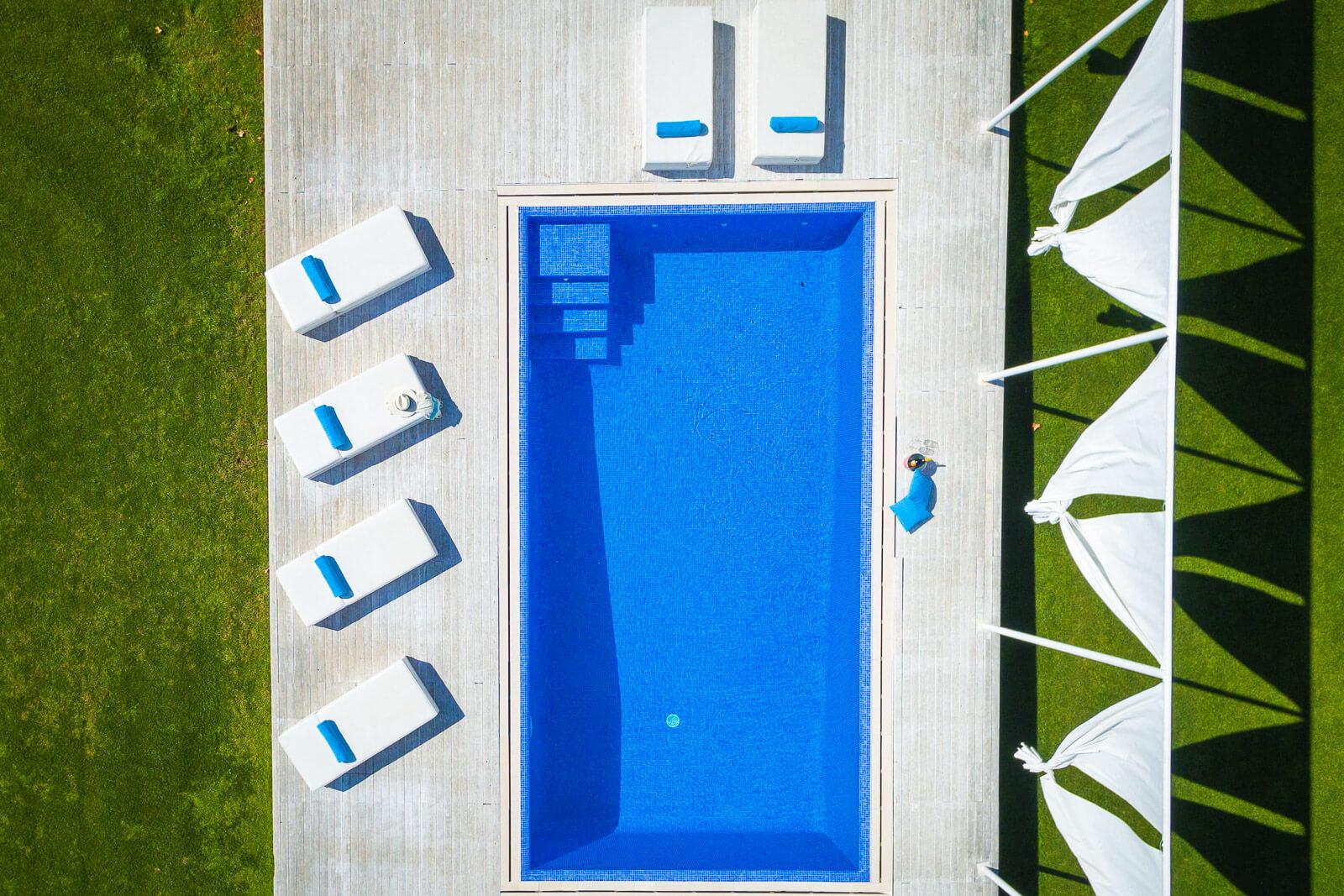 Villa Blanca Luftbild Pool