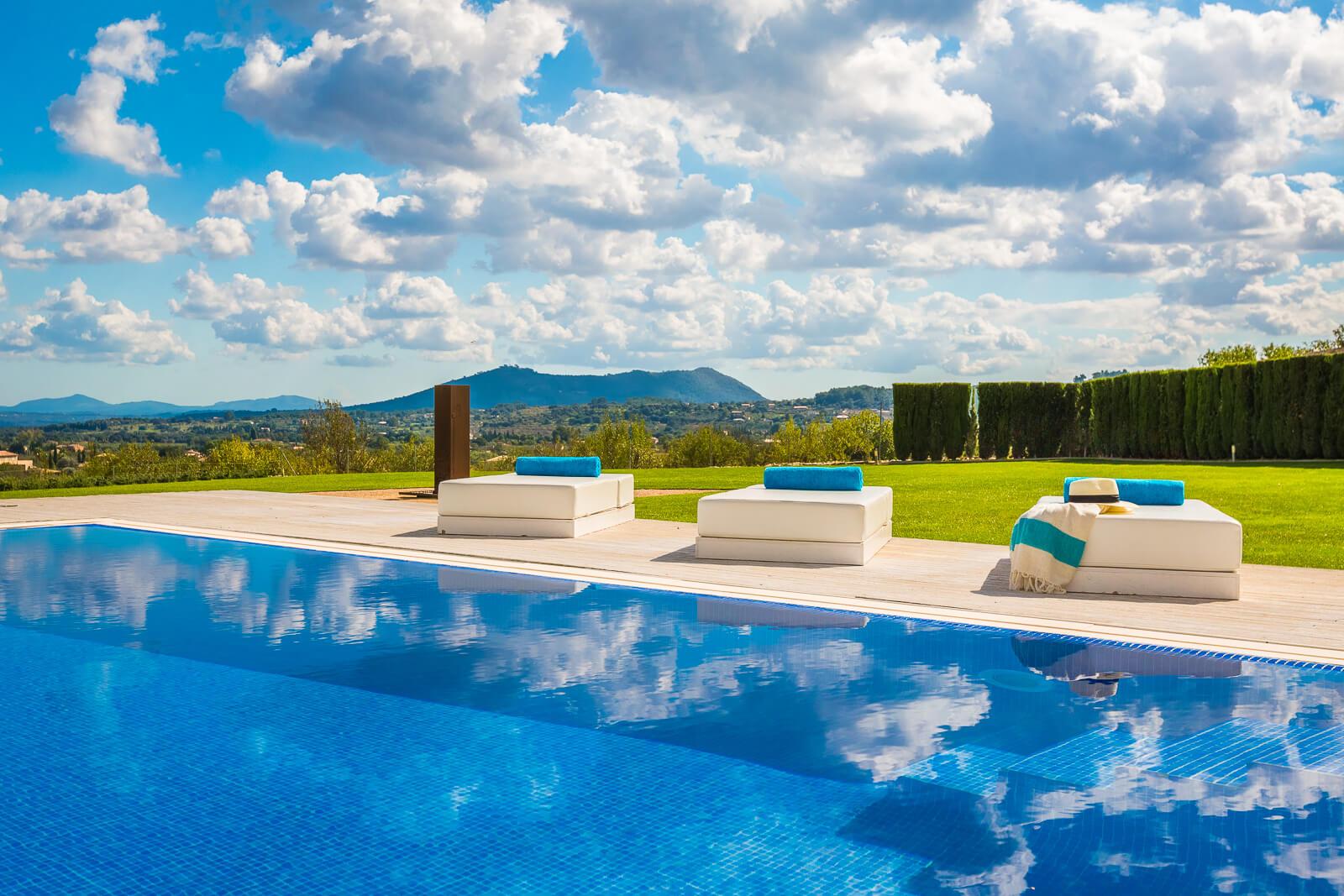 Villa Blanca Pool mit Ausblick