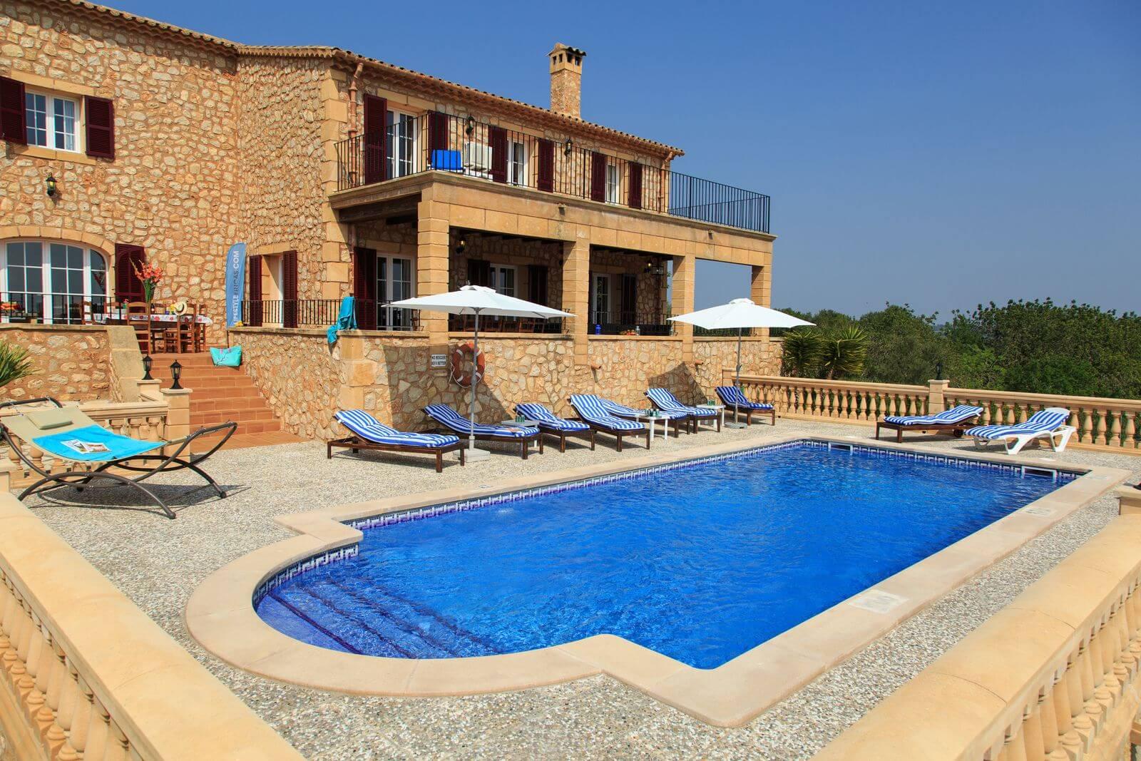 Finca Can Maria Pool mit Blick auf das Haus
