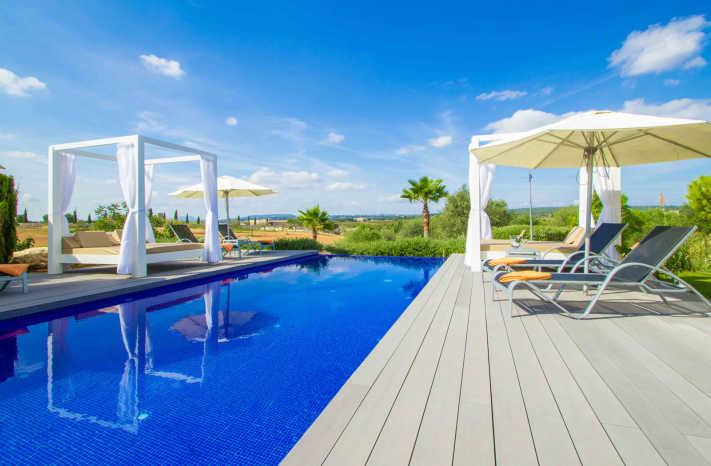 Finca Antonia Pool mit Daybed