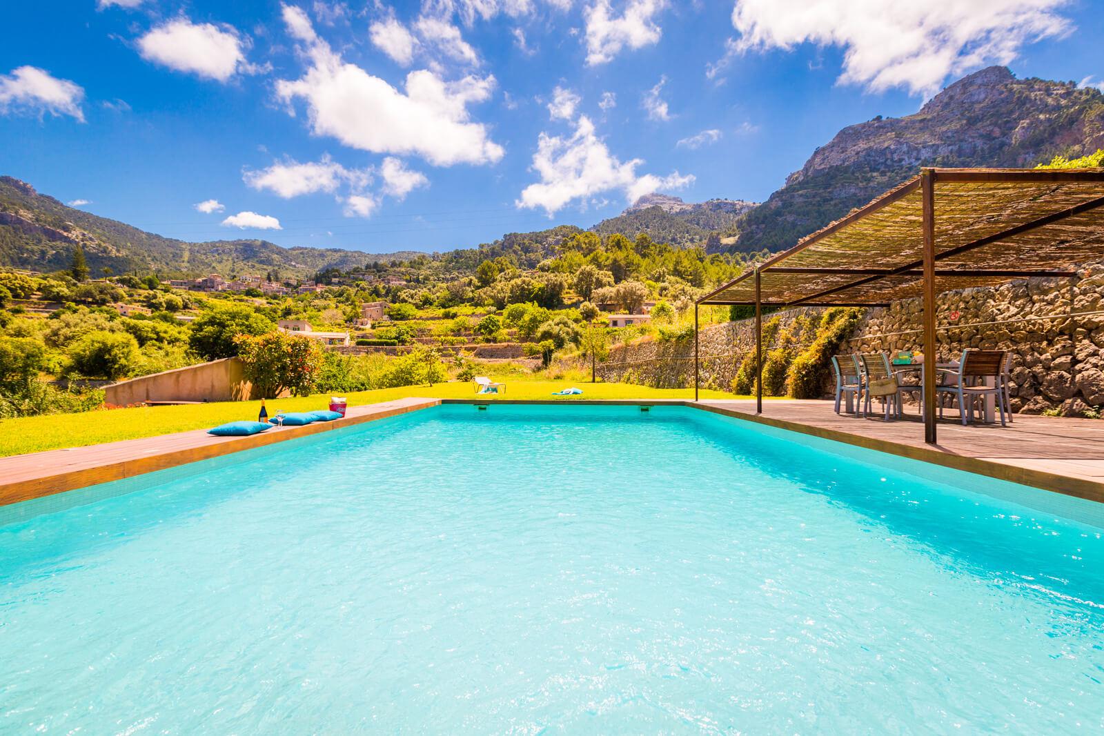 Finca Rubia Pool mit Blick in die Berge